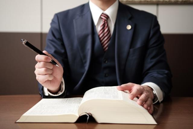 退職代行は違法?バックレとどう違う?人事歴9年のプロが退職代行に関する違法性を解説